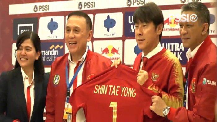 Shin Tae-yong bersama PSSI