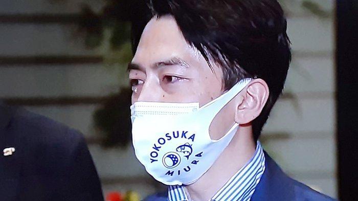 Menteri Jepang Shinjiro Koizumi Menangis Setelah Mendengar PM Yoshihide Suga Mengundurkan Diri