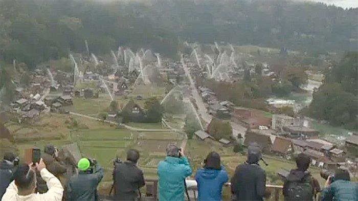 Shirakawago disemprot air, 27 Oktober 2019