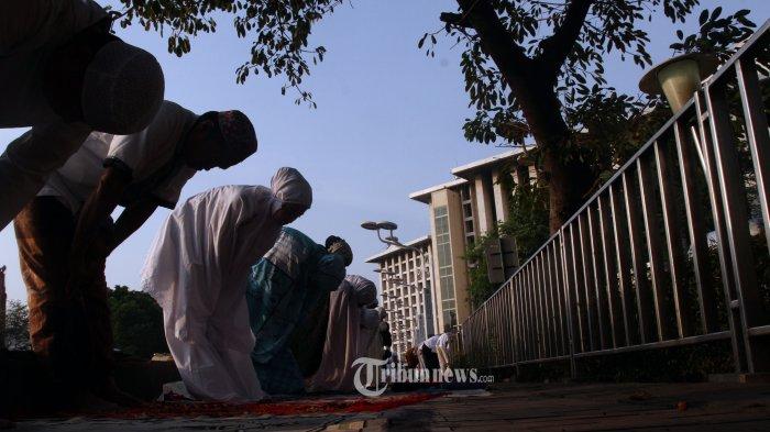 SALAT ID---Umat muslim saat mengikuti Salat Idul Adha di Masjid Istiqlal, Jakarta, Minggu (11/8/2019). Pemerintah menetapkan Hari Raya Idul Adha 1440 Hijriah atau 10 Zulhijah pada 11 Agustus 2019 yang dirayakan dengan melaksanakan Salat Id dan penyembelihan hewan kurban