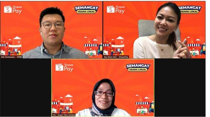 Kiri ke kanan: Ketua Bidang Ketenagakerjaan, Vokasi, dan Kesehatan HIPMI Bandung Kiki Hendrawan, Head of Strategic Merchant Acquisition ShopeePay Eka Nilam, dan Tini Sumartini, perwakilan Kupat Tahu Gempol Bandung.