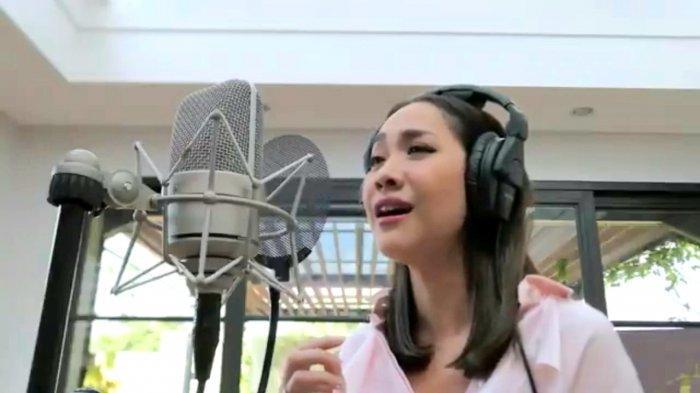 Showcase Bunga Citra Lestari (37) untuk promo single terbarunya bertajuk '12 Tahun Terindah'.