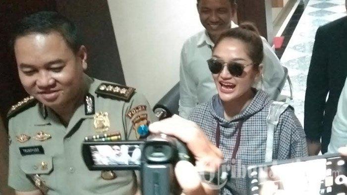 Terjerat Narkoba, Ini Pengakuan Kakak Kandung Siti Badriah Mengapa Belum Dijenguk oleh Sang Adik