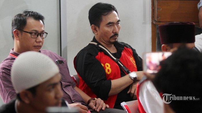 Ekspresi Gatot Brajamusti Saat Divonis 9 Tahun Penjara