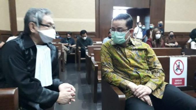 Mantan Menteri SosialJuliari Peter Batubara menjalani sidang dakwaan di Pengadilan Tipikor Jakarta, Rabu (21/4/2021).