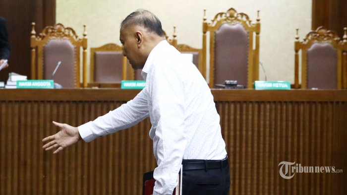 Terdakwa kasus dugaan korupsi e-KTP Markus Nari menjalani sidang dakwaan di Gedung Pengadilan Tipikor, Jakarta, Rabu (14/8). Mantan anggota Komisi II DPR tersebut didakwa atas kasus dugaan korupsi e-KTP yang merugikan keuangan negara sebesar Rp2,3 triliun dari total anggaran Rp5,9 triliun.  TRIBUNNEWS/IRWAN RISMAWAN