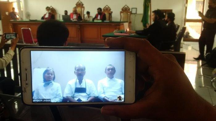 Suasana sidang dakwaan kepada tiga terdakwa Sunda Empire di Pengadilan Negeri Kelas IA Khusus Bandung, Jalan LLRE Martadinata, Kamis (18/6/2020).