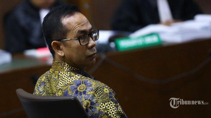 Terdakwa Tubagus Chaeri Wardana alias Wawan menjalani sidang perdana dengan agenda pembacaan dakwaan atas kasus korupsi dan tindak pidana pencucian uang (TPPU) di Pengadilan Tipikor, Jakarta Pusat, Kamis (31/10/2019). Sidang tersebut beragendakan dakwaan bagi Tubagus Chaeri Wardana pada kasus korupsi pengadaan alat kesehatan kedokteran umum Puskesmas Kota Tangerang Selatan tahun 2012 dan pengadaan sarana dan prasarana kesehatan di lingkungan Pemprov Banten tahun 2011-2013 dan tindak pidana pencuciann uang (TPPU) dari tahun 2006-2013. Tribunnews/Irwan Rismawan