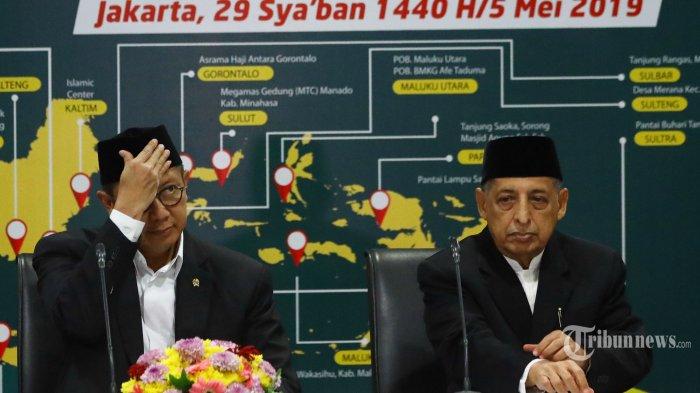 Menteri Agama Lukman Hakim Saifuddin (kiri) bersama Perwakilan MUI KH Abdullah Jaidi (kanan) menyampaikan keputusan sidang Isbat 1440 Hijriah di Jakarta, Minggu (5/5/2019). Pemerintah menetapkan 1 Ramadan jatuh pada hari Senin, 6 Mei 2019.