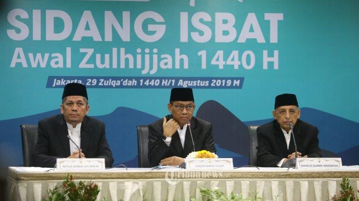 Wakil Ketua komisi VIII Iskan Qolba Lubis (kiri), Dirjen Bimas Islam Kemenag Muhammadiyah amin (tengah), Perwakilan MUI Abdullah Jadi, memberikan keterangan kepada wartawan usai menggelar sidang Isbat awal Zulhijjah di Kantor Kemenag, Jakarta Pusat, Kamis (1/8/2019).