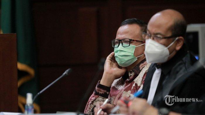 Terdakwa kasus suap izin ekspor benih lobster tahun 2020, Edhy Prabowo menjalani sidang lanjutan di Pengadilan Tipikor, Jakarta Pusat, Rabu (28/4/2021). Agenda sidang dengan terdakwa mantan Menteri Kelautan dan Perikanan (KKP) tersebut adalah mendengarkan keterangan saksi. Tribunnews/Irwan Rismawan