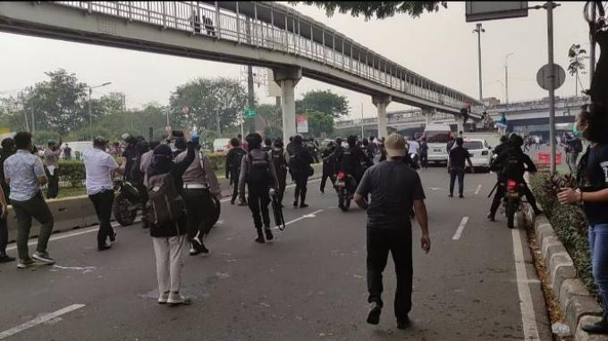 Puluhan Massa Simpatisan Rizieq Shihab Diamankan Polisi saat Kericuhan di PT DKI Jakarta