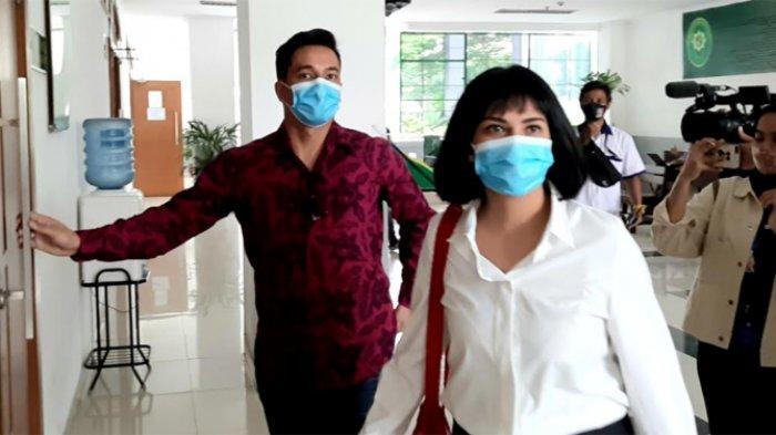 Vanessa Angel (28) saat jelang menjalani sidang kasus dugaan kepemilikan dan penyalahgunaan psikotropika di Pengadilan Negeri Jakarta Barat.