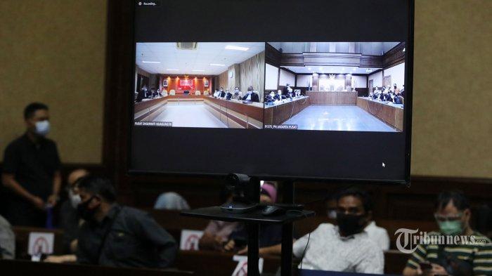Suasana sidang secara virtual pembacaan vonis kasus dugaan korupsi pada PT Asuransi Jiwasraya (Persero) di Pengadilan Tipikor, Jakarta, Senin (26/10/2020). Sidang tersebut dengan agenda pembacaan vonis untuk dua terdakwa mantan Komisaris PT Hanson International Tbk Benny Tjokrosaputro dan mantan Presiden Komisaris PT Trada Alam Minera (Tram) Heru Hidayat terkait kasus dugaan korupsi dan tindak pidana pencucian uang (TPPU). (TRIBUNNEWS/IRWAN RISMAWAN)