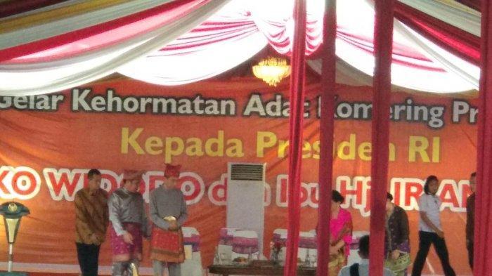 Terima Gelar Adat Komering, Masyarakat Sumsel Berharap Jokowi Kembali Pimpin RI