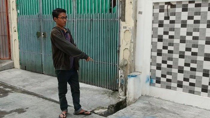 Sihab (22), saat menunjukkan lokasi penemuan bayi di Jalan Y Teluk Gong, RT 14/RW 10, Kelurahan Pejagalan, Penjaringan, Jakarta Utara, Senin (29/7/2019).