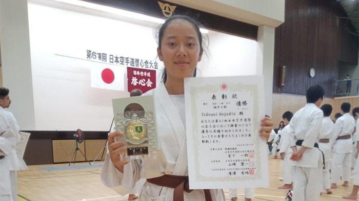 Pelajar SMA Negeri 1 Cicalengka bernama Silvani Anjelia meraih gelar juara bela diri karate di ajang All Japan Open Tournament Kei Shin Kan 2019? yang digelar di Tokyo, Jepang pekan lalu.
