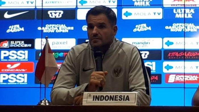 Pelatih Timnas Indonesia Simon McMenemy dalam konferensi pers jelang laga kontra Malaysia di SUUGBK, Senayan, Jakarta, Rabu (4/9/2019). Tribunnews/Abdul Majid