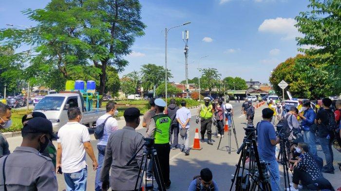 Simpatisan Rizieq Shihab Tetap Hadir, Tak Ada Penyekatan Jalan di Depan PN Jakarta Timur