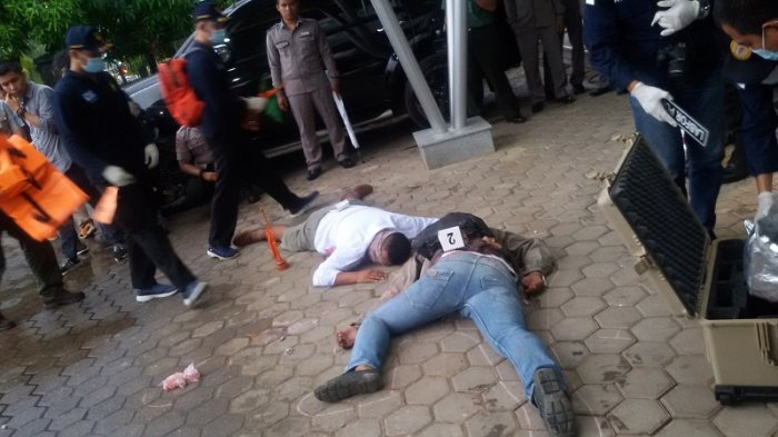 Simulasi: Teroris Ledakan Bom Bunuh Diri di Pintu Lobby Hotel Daira Palembang