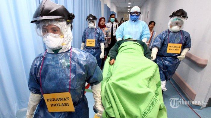 Tenaga medis melakukan Simulasi Kesiapsiagaan Penanganan Virus Corona (Covid-19), di Rumah Sakit Khusus Ibu dan Anak (RSKIA), Jalan KH Wahid Hasyim (Kopo), Kota Bandung, Jawa Barat, Jumat (13/3/2020). Simulasi tersebut sebagai langkah kesiapsiagaan Kota Bandung untuk mengatasi penyebaran wabah virus corona. Tribun Jabar/Gani Kurniawan