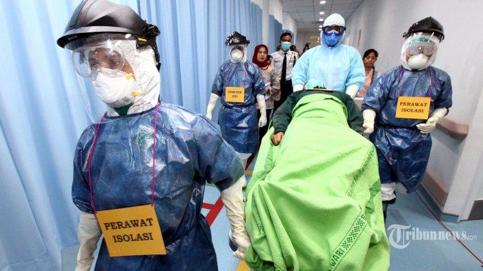Tenaga medis melakukan Simulasi Kesiapsiagaan Penanganan Virus Corona (Covid-19), di Rumah Sakit Khusus Ibu dan Anak (RSKIA), Jalan KH Wahid Hasyim (Kopo), Kota Bandung, Jawa Barat, Jumat (13/3/2020). Simulasi tersebut sebagai langkah kesiapsiagaan Kota Bandung untuk mengatasi penyebaran wabah virus corona. Tribun Jabar/Gani Kurniawan (Tribun Jabar/Gani Kurniawan)