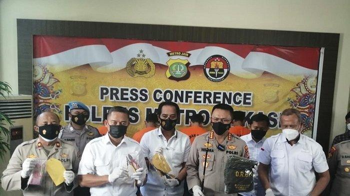 4 Maling Ganjal ATM Gunakan Obeng dan Alat Pancing Ditangkap Polisi di Cikarang