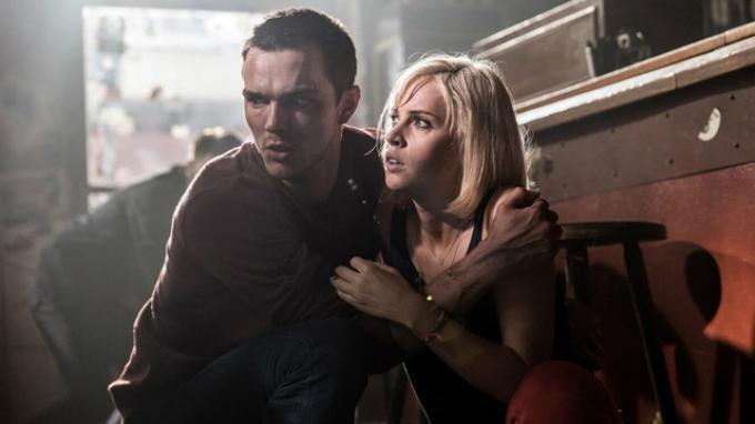 Film Collide-Sinopsis Film Collide, Upaya Nicholas Hoult Selamakan Kekasihnya, Felicity Jones Tayang di TransTV.