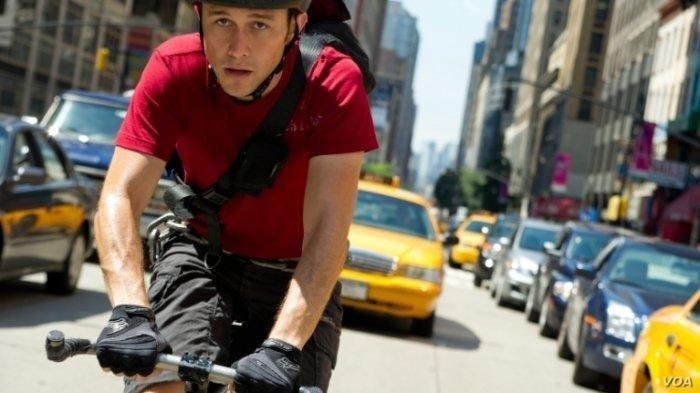 Sinopsis Film Premium Rush: Seorang Kurir Sepeda yang Memiliki Kiriman Sangat Berharga