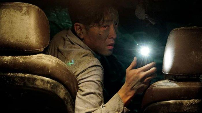 Sinopsis Film Tunnel, Kisah Ha Jung Woo Bertahan Hidup di Bawah Reruntuhan, Tayang di Trans 7