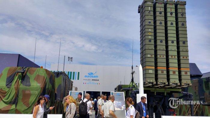 Sistem misil darat ke udara Aster 30 yang diproduksi perusahaan pertahanan Eropa, MBDA ini juga bisa digunakan untuk mengadang serangan pesawat tempur, helikopter, pesawat tanpa awak, dan peluru kendali (rudal). Pameran kedirgantaraan Paris Air Show 2019 berlangsung 17-23 Juni 2019.