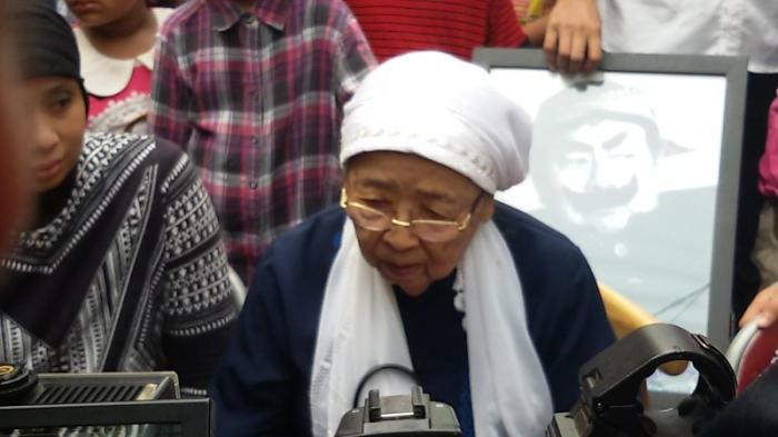 Kakak Kandung Berbagi Inspirasi Pak Raden untuk Jadi Pendongeng
