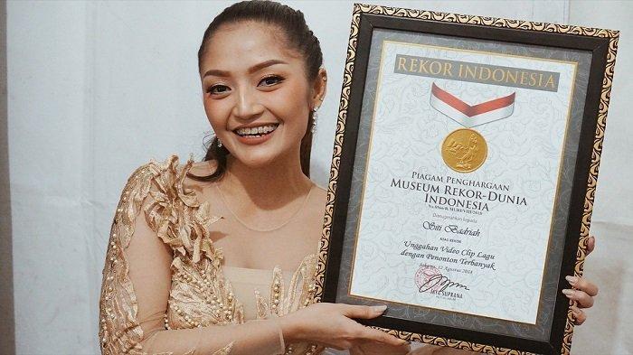 Cuma Butuh 4 Bulan, Penonton Lagu 'Lagi Syantik' Siti Badriah Kalahkan Via Vallen
