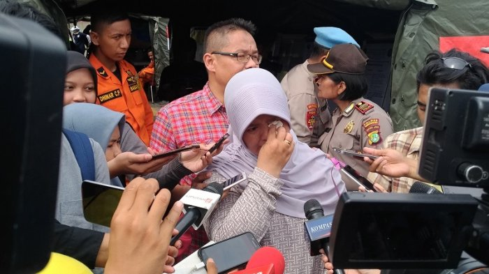 Bawa Tas Merah dan Jerigen Isi Rengginang, Siti Menunggu Kabar Sang Suami