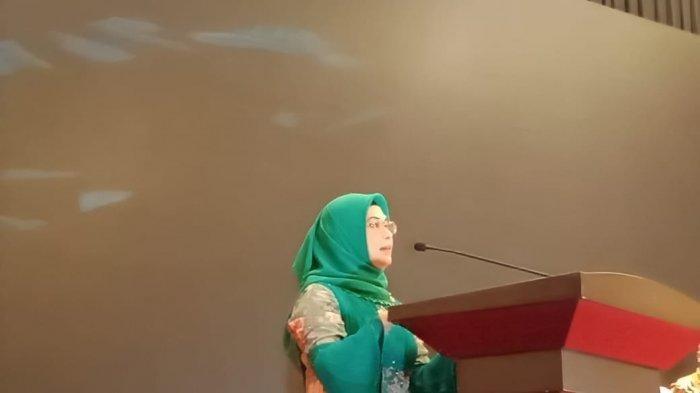 Siti Nur Azizah, Putri Wakil Presiden Indonesia terpilih Ma'ruf Amin selepas menghadiri acara penganugerahan dari Rakyat Merdeka Group di Serpong, Tangsel, Selasa (23/7/2019).    Artikel ini telah tayang di Tribunjakarta.com dengan judul Putri Ma'ruf Amin Siap Maju di Pilkada Tangerang Selatan Tahun 2020 , https://jakarta.tribunnews.com/2019/07/23/putri-maruf-amin-siap-maju-di-pilkada-tangerang-selatan-tahun-2020. Penulis: Jaisy Rahman Tohir  Editor: Wahyu Aji