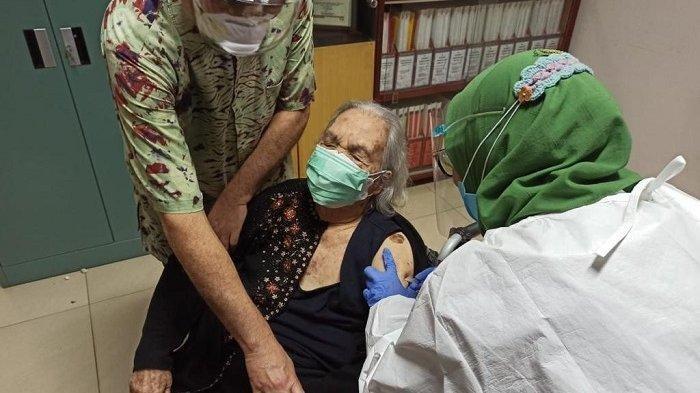 Siti Rumende, Lansia Tertua Berusia 99 Tahun Percaya Vaksinasi Cara untuk Bisa ke Luar dari Pandemi