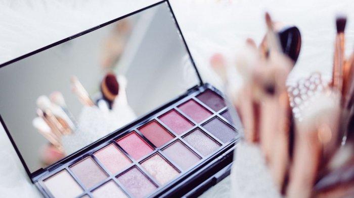 Jangan Digunakan! Ini Kata Ahli soal Bahaya Pakai Makeup Kedaluwarsa
