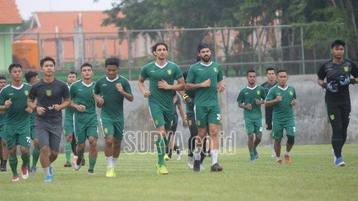 Persebaya Surabaya tergabung di Grup A Piala Gubernur Jatim bareng Madura United, Persik Kediri dan Bhayangkara FC.