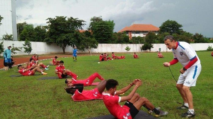 Arema FC saat berlatih di Lapangan UM beberapa waktu lalu.