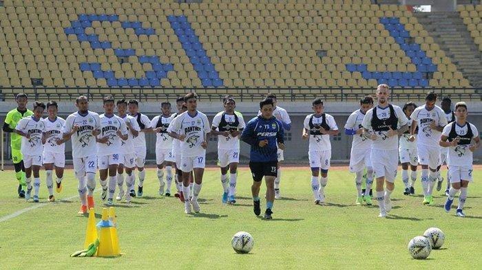 Persiapan lawan Persipura Jayapura, skuat Persib Bandung menggelar latihan di Stadion Si Jalak Harupat, Jumat (20/9/2019).