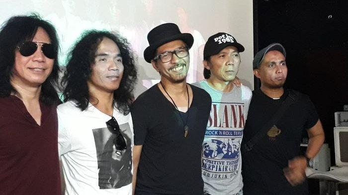 Grup musik Slank disebut penipu karena dinilai bungkam saat KPK dilemahkan.