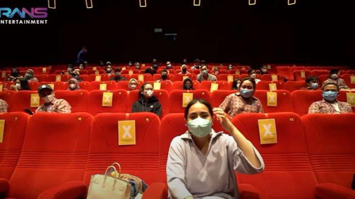 Nagita Slavina Ngidam Nonton di Bioskop, Raffi Ahmad Sewa Satu Studio dan Ajak Seluruh Karyawan Rans