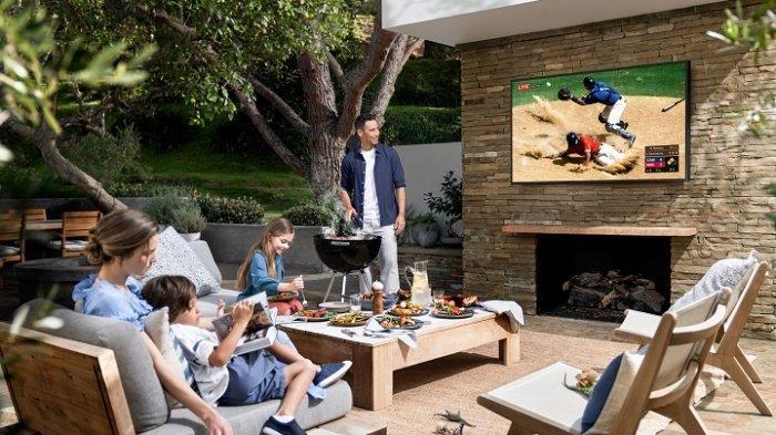 Pengalaman Nonton yang Benar-benar Beda dengan Televisi Pintar Outdoor 'The Terrace'