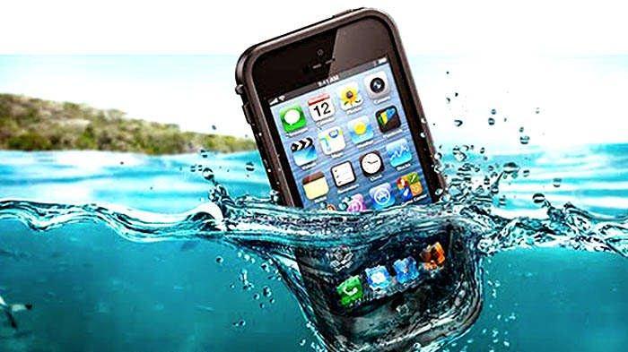 Jangan Tunggu Lama-lama, Ini 7 Langkah Cepat Selamatkan Ponselmu yang Jatuh ke Air