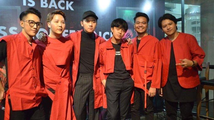 Boyband SMASH saat melakukan press conference comebacknya mereka setelah empat tahun vacum, Epicentrum Kuningan, Jakarta Selatan, Rabu (11/7/2018).