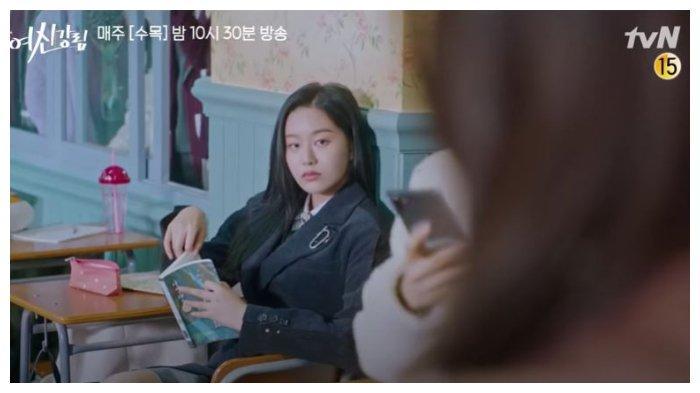 Soo Jin dalam Drama Korea True Beauty Episode 12.
