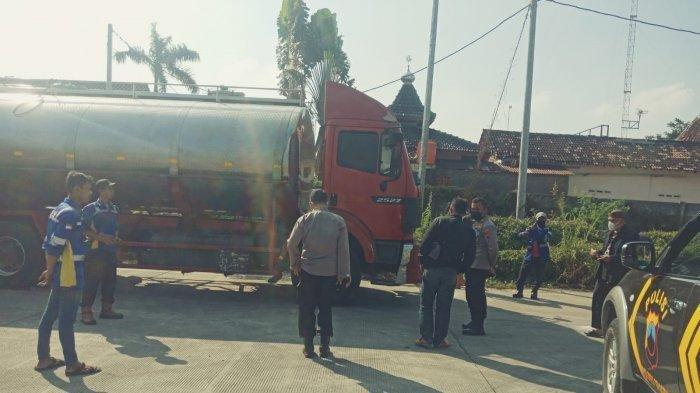 Sempat Sesak Napas, Supir Truk Pengangkut Susu Meninggal di Jalan Tol Sragen