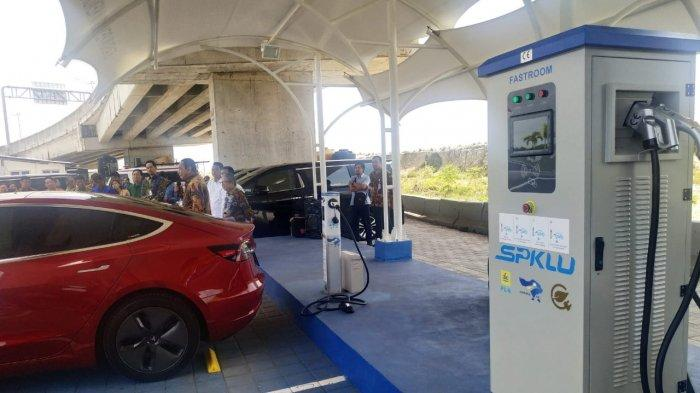 Ngisi Ulang Baterai Tesla Model X Di Spklu Tol Bali Mandara Cuma Perlu Modal Rp 70 000 Tribunnews Com Mobile