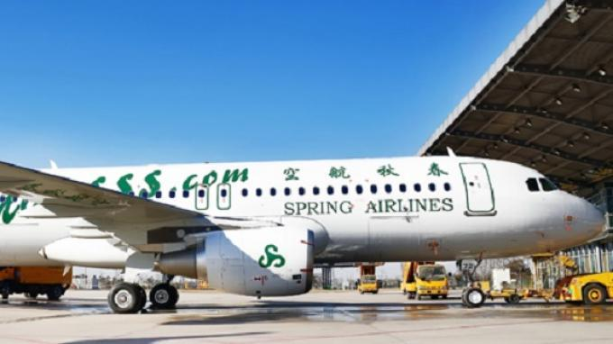 Pesawat Airbus A320-200 Spring Airlines.