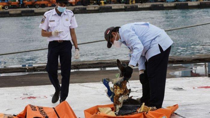 Dompet Korban Sriwijaya Air atas Nama Indah Halimah Putri Ditemukan, Isi Lengkap dan Uangnya Utuh